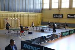 2015-04-27 Weterani i amatorzy tenisa stołowego zmierzyli się w Dębicy